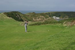 NEFYN GOLF COURSE. Stephen McKay [CC BY-SA 2.0 (http://creativecommons.org/licenses/by-sa/2.0)], via Wikimedia Commons